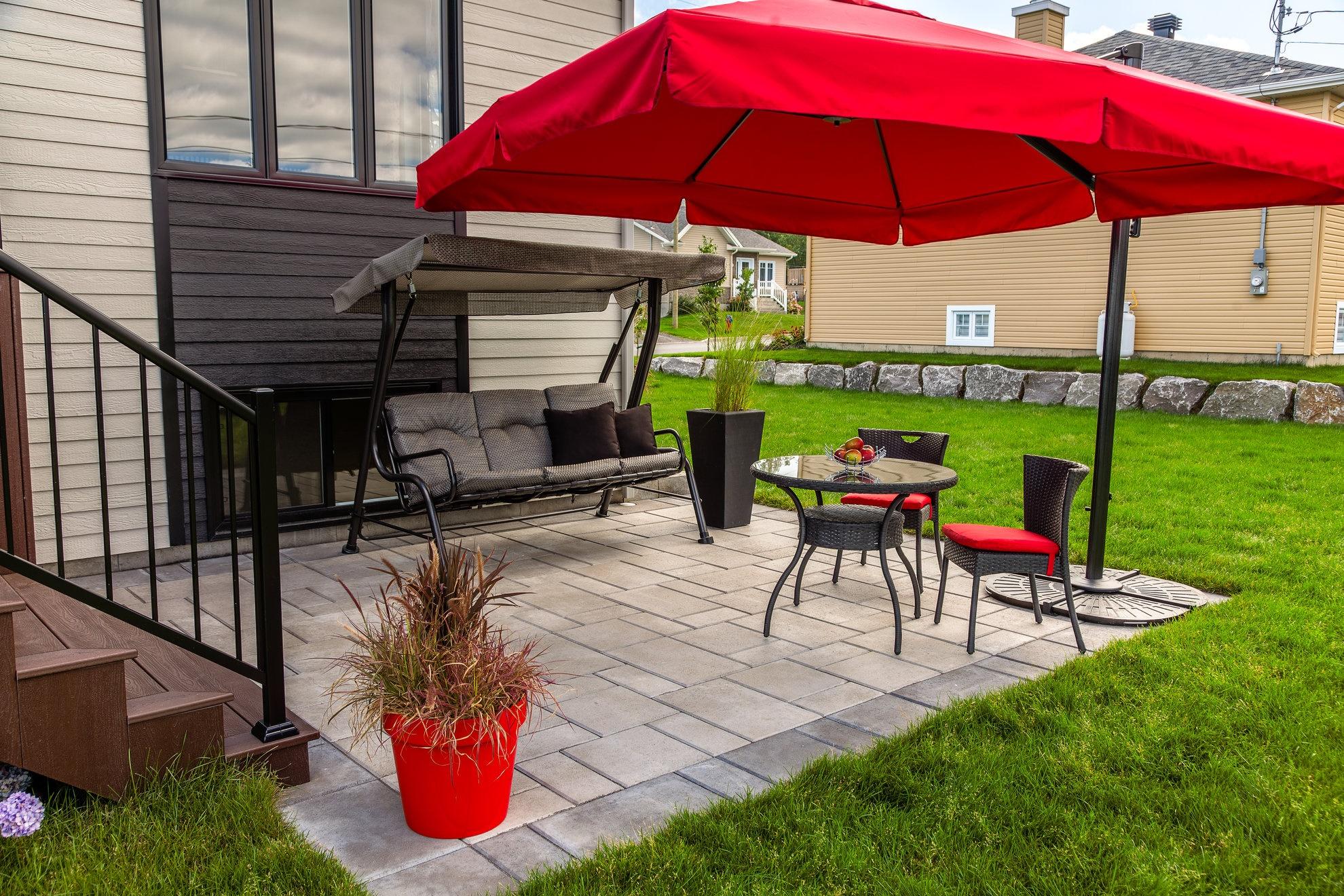 Jardin citadin cour arri re piscine spa for Amenagement de patio exterieur