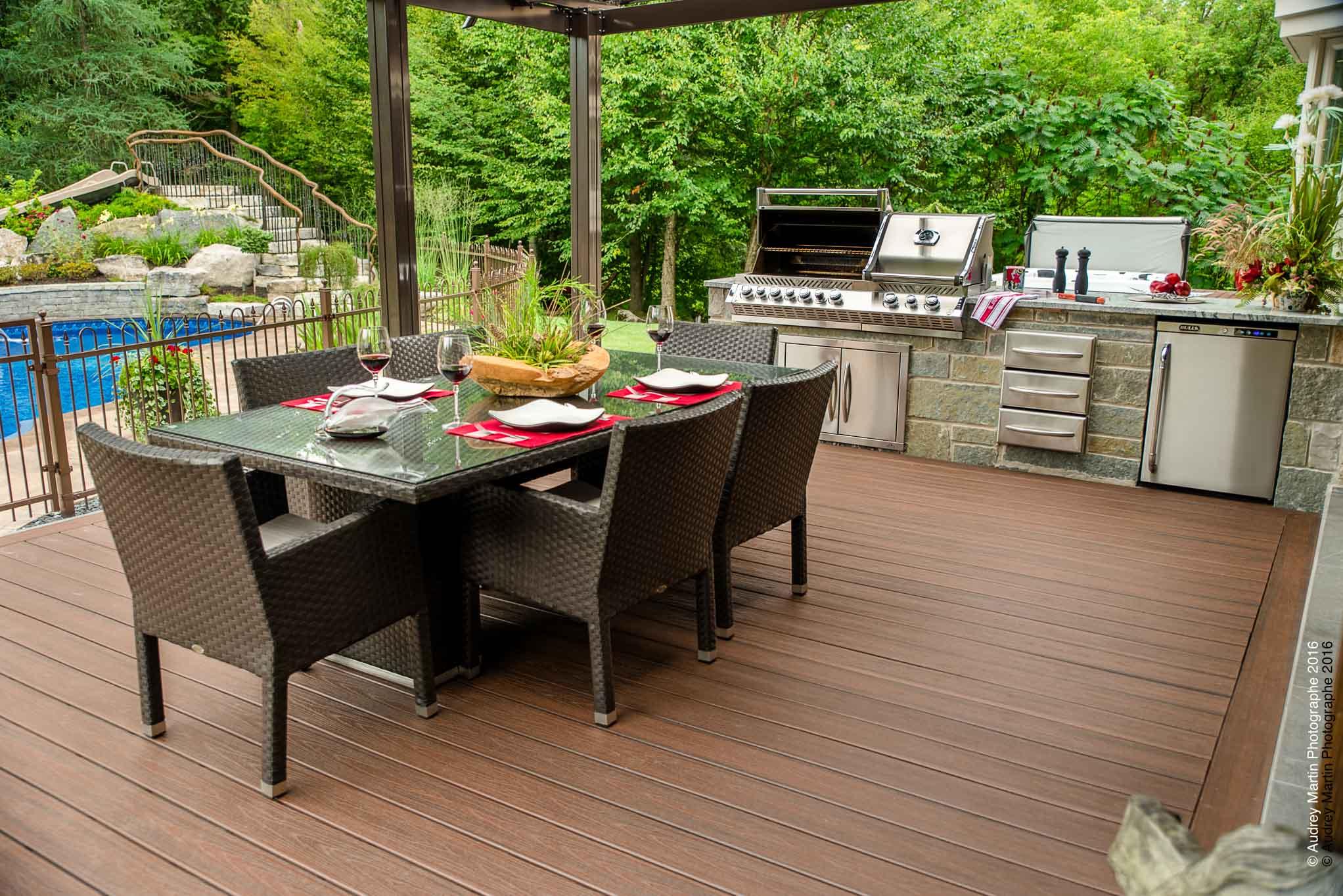 cuisine ext rieure cuisine ext rieure r alisations brisson paysagiste. Black Bedroom Furniture Sets. Home Design Ideas